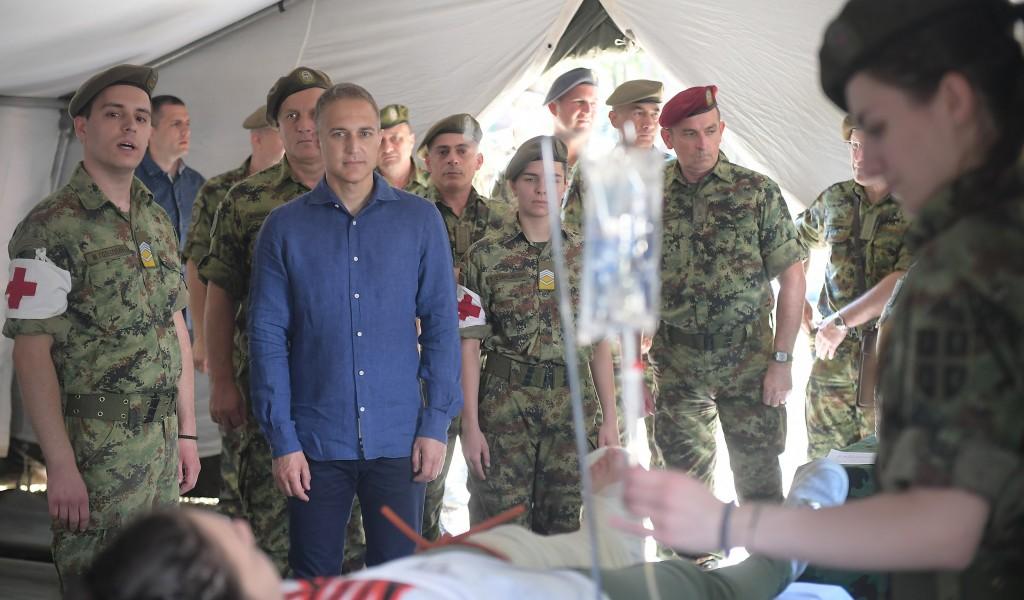 Министар Стефановић: Бити припадник Војске и лекар у исто време посебна је част